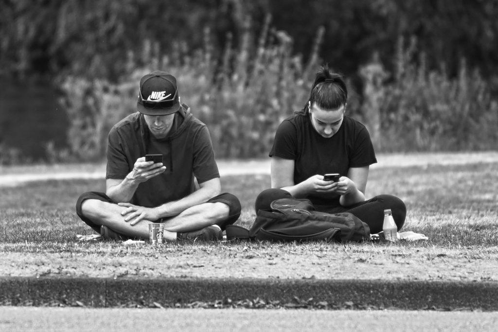 El móvil un problema en la pareja